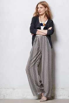 Arrowhead Palazzo Pants - I wonder if this optical challenge would cause traffic accidents? It sure is an interesting pattern, though. Pantalon Large, Palazzo Pants, Pants Outfit, Fashion Pants, Autumn Winter Fashion, Fall Winter, Passion For Fashion, Ideias Fashion, Style Me