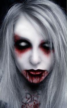 maquillage d`Halloween d'un vampire