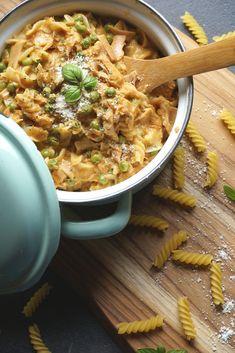 One-Pot-Pasta in Thunfisch-Käse-Sauce Küchensachen chicken recipe Healthy Pastas, Healthy Chicken Recipes, Easy Healthy Recipes, Pasta Recipes, Crockpot Recipes, Vegetarian Recipes, Dinner Recipes, Easy Meals, Queso