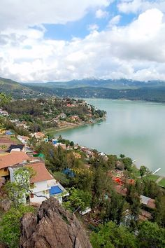 Valle de Bravo, Mexico. Located on the shore of Lake Avandaro, approximately 97 miles southwest of Mexico city, and west of Toluca. The town, just two hours away from the Capital was originally known as San Francisco del Valle de Temascaltepec.   Visited in 1988.