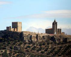 """Jaén - Alcalá la Real - Fortaleza de la Mota  Coordenadas GPS: 37º 27' 43"""" -3º 57' 40"""" / 37.461944, -3.961111  Conjunto monumental que domina la ciudad de Alcalá la Real. En él se encuentra la alcazaba, muy bien restaurada y en cuya torre del Homenaje se ha instalado el Museo Arqueológico, el recuperado caserío musulman y la Iglesia Mayor Abacial."""
