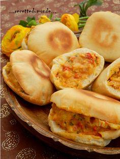 Alors ça, quand j'en fait s'est toujours un carton pleins ! Je vous conseil vraiment de vous lancer dans cette recette; simple et peu couteux ! La recette du pain pita est par ici sur mon blog ; et la recette du poulet curry expresse est par ici sur mon...