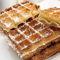 gaufres traditionnelles Beignets, Belgium Food, My Favorite Food, Favorite Recipes, Waffle Bar, Waffle Iron, Thermomix Desserts, Food Wallpaper, Perfect Breakfast