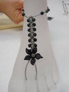 Barefoot beaded jewelry  @Elaine Welborn Healy Bead Company For Yvonne & Jovonne...really cute!!!!