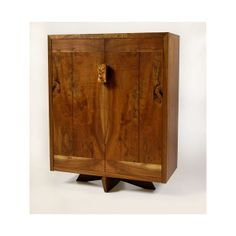 George Nakashima Furniture Bahut Cabinet 1 Designed in with solid wood doors, back, and a large burl handle. Arts And Crafts Furniture, Art Deco Furniture, Furniture Making, Furniture Ideas, Wood Furniture, Furniture Design, Japanese Woodworking, Fine Woodworking, George Nakashima
