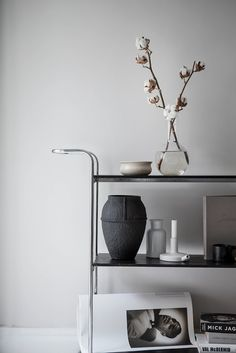 I wish I lived here: a home with shades of beige - use a bar trolley to display beautiful objects Estilo Interior, Interior Styling, Interior Decorating, Decoration Inspiration, Interior Inspiration, Cotton Decor, Chaise Vintage, Shades Of Beige, Scandinavian Interior Design