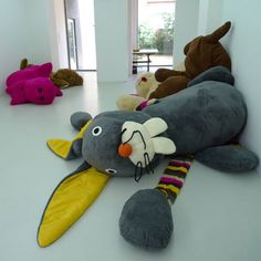 Giant Toys and Stuffed Animals Florentijn Hofman Toddler Toys, Baby Toys, Kids Toys, Giant Stuffed Animals, Giant Teddy Bear, Pet Pigs, Baby Feeding, Softies, Pet Care