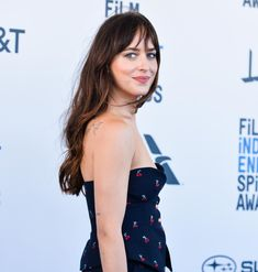 She looks amazing as always! ❤️ February, Dakota Johnson at the 2019 Film Independent Spirit Awards. Dakota Johnson Style, Dakota Mayi Johnson, Spirit Awards, Beautiful Inside And Out, Her Smile, Fifty Shades, Girl Crushes, Bangs, My Girl