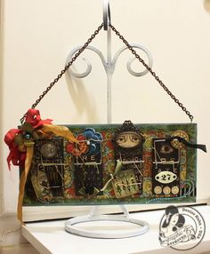Denise Hahn Olde Curiosity Shoppe Altered Mouse Trap Picture Holder - Two of my favorite things: repurposing (moustraps! Altered Tins, Altered Art, Trap Art, Creating Keepsakes, Altered Canvas, Mouse Traps, Arts And Crafts, Paper Crafts, Picture Holders