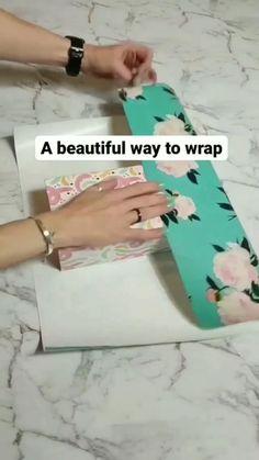 Diy Crafts Hacks, Diy Crafts For Gifts, Creative Crafts, Creative Gift Wrapping, Wrapping Gifts, Wrapping Ideas, Christmas Gift Wrapping, Christmas Crafts, Xmas