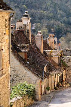 village of Rocamadour, Midi-Pyrenees, France. Photo: Sigfrid Lopez via Flickr. #TourismeMidiPy # MidiPyrenees #France