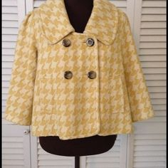 FOREVER VINTAGE PEA COAT  Beautiful condition,  completely lined,  pockets,  An absolute beauty.  So Classy.  This one is a stunner Forever Jackets & Coats Pea Coats