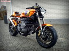 RocketGarage Cafe Racer: Honda CBX 1000 Slick Six
