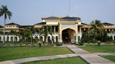 Start from here: The Maimoon Palace in Medan can be your first destination in your one-day Medan tour. (Photo by Edna Tarigan)