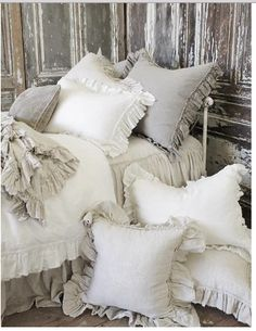 5 Enticing Tips AND Tricks: Shabby Chic Farmhouse Window Frames shabby chic fabric paper.Shabby Chic Table Old Sewing Machines shabby chic bedding country. Shabby Chic Mode, Shabby Chic Living Room, Shabby Chic Bedrooms, Shabby Chic Furniture, Shabby Chic Decor, Shabby Chic Pillows, White Bedrooms, Rustic Pillows, Rustic Bedding