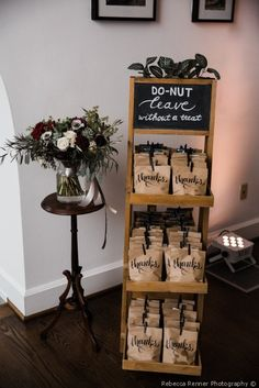Donut wedding favor idea that your guests will love - wedding favor ideas {Rebec. Donut wedding favor idea that your guests will love – wedding favor ideas {Rebecca Renner Photography} Wedding Favor Table, Creative Wedding Favors, Inexpensive Wedding Favors, Wedding Gift Bags, Wedding Gifts For Guests, Wedding Favors For Guests, Edible Wedding Favors, Wedding Souvenir, Rustic Wedding Favors