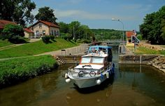 Noch ist Wetter dafür.  ... Und wer mit dem Boot vom Saarland aus nach Sarreguemines/Lothringen fährt, kommt auch hier durch. Und wenn die Schleuse Güdingen erhalten bleibt, noch lange. :-)