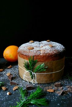 TRADITIONAL RECIPES OF PANETTONE Christmas Chocolate, Christmas Sweets, Christmas Cooking, Christmas Tree, Panettone Cake, Dessert Aux Fruits, Chocolate Orange, Chocolate Chocolate, Gastronomia