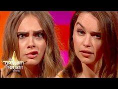 Cara Delevingne misst sich mit Emilia Clarke in Augenbrauenakrobatik. Der Ausgang des Wettkampfs ist überraschend.