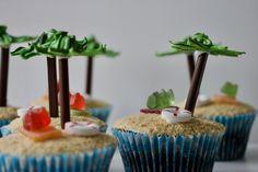 Feriemuffins signalerer i dén grad sommerferie med sandstrand og palmer. Giv feriekage til kollegerne eller skoleklassen og lad dem ønske dig god ferie!