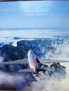 747 over Mt St. Airbus A380, Boeing 747, Cool Backdrops, Northwest Airlines, Passenger Aircraft, Air Lines, Helicopters, North West, Alaska