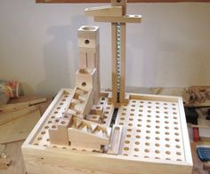 Modular marble machine Woodworking For Kids, Woodworking Toys, Woodworking Projects, Marble Toys, Marble Games, Diy Wood Projects, Wood Crafts, Rolling Ball Sculpture, Marble Tracks