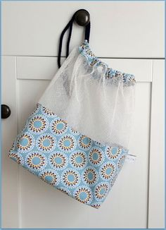 Net bag with price tag zero waste Fabric Purses, Fabric Bags, Diy Sewing Projects, Sewing Crafts, Scarf Packaging, Puppet Crafts, Net Bag, Ideias Diy, Produce Bags