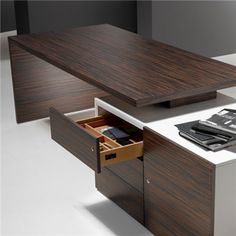 The Cubo desk range from Forma 5 is an executive desk range with minimalist design. Modern Wood Desk, Contemporary Office Desk, Modern Office Desk, Home Office Decor, Office Table Design, Office Furniture Design, Office Interior Design, Office Interiors, Office Nook