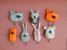 Best 12 Needle Felt Fox Brooch / Ornament Tutorial Instructions PDF How to make a felt fox Guide Instructions – SkillOfKing. Crochet Brooch, Felt Brooch, Felt Fox, Wool Felt, Felted Wool, Needle Felted Animals, Needle Felting, Felting Tutorials, Brooches Handmade