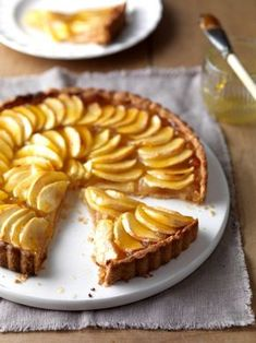 Francouzský jablečný koláč , Foto: All Sweet Desserts, Sweet Recipes, French Food, Something Sweet, Miniature Food, Apple Pie, Baked Goods, Deserts, Easy Meals