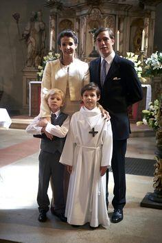 La Familia Gran Ducal de Luxemburgo celebra la Primera Comunión del príncipe Gabriel