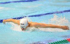 2016年日本游泳公開賽今天展開一連3天賽程,中華隊首日有周偉良、廖曼汶兩名同是來自台體大的學姊、弟闖進晚間決賽,其中周偉良在男子200公尺蝶式面對強敵環伺,雖無法游進目標的2分鐘內,仍以2分00秒20寫下個人最佳成績。目前就讀大一的周偉良,本次日本公開賽游進決賽,對手大有來頭,包括連續兩屆世錦賽400公尺混合式金牌瀨戶大也,以及年僅20歲的坂井聖人,兩人最終都游出1分54秒的出色成績,瀨戶以1分54秒14擊敗坂井的30,…