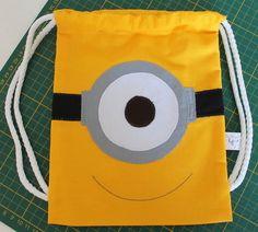 Sacolinha #Minion em tecido 100% algodão. #String #backpack Minion made with 100% cotton fabric.