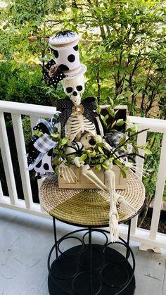 Halloween Magic, Holidays Halloween, Halloween Crafts, Halloween 2018, Halloween Ideas, Halloween Party, Halloween Costumes, Halloween Door Wreaths, Diy Halloween Decorations