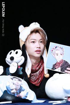 *wishing I could draw Smth like that just to draw all favorite idols* Chris Chan, Felix Stray Kids, Kid Memes, Lee Know, Fan Art, Kpop Boy, K Idols, Freckles, Squirrel