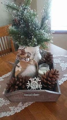 Love Looove Looove THIS After Holiday … (Winter) Decor! Especially the ⛄️… Liebe Looove Looove DIESES nach Feiertag… (Winter) Dekor ! Winter Table Centerpieces, Christmas Table Decorations, Holiday Decor, Coffee Table Christmas Decor, Rustic Winter Decor, Winter Home Decor, Rustic Christmas, Christmas Home, Christmas Crafts