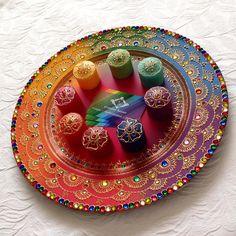 SWIPE ➡️ ❤️ _______________________________ #hennaparty #bespokegifts #design #homedecor #henna #hennaartist #interiordecor #asianatv #mehndi #mehndiartist #plates #wedding #homedecor #indian_weddings #mehndiplate #shaadi #asianwedding #crafts #mehndi #asianamagazine #khushmag #indianwedding #mehndithaal #paisley #desiwedding #weddingphotography #asianbridesblog