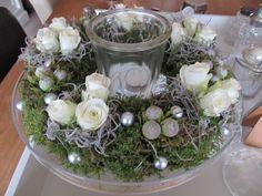 Christmas Flower Arrangements, Christmas Flowers, Christmas Holidays, Christmas Decorations, Xmas, Table Decorations, Holiday Decor, Thanksgiving Centerpieces, Advent
