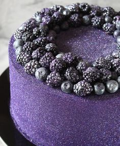Blackberry and blueberry cake Food Cakes, Cupcake Cakes, Pretty Cakes, Beautiful Cakes, Creative Cakes, Creative Food, Glow Cake, Baking Party, Cakes For Women