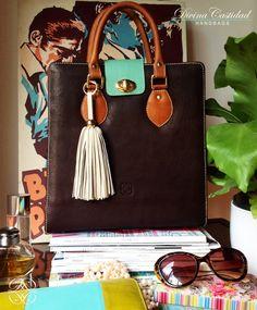 Abbey Bag en chocolate + tapa menta by DCH www.divinacastidadhandbags.com