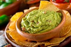 This fresh and flavorful guacamole dip is created with our Cha Cha Chipotle mix! Share this delightful dip with the whole family! Chipotle Guacamole Recipe, Fresh Guacamole, Homemade Guacamole, Hard Avocado, Ripe Avocado, Avocado Hummus, Nachos, Cilantro, Avocado
