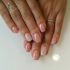 The advantage of the gel is that it allows you to enjoy your French manicure for a long time. There are four different ways to make a French manicure on gel nails. Sparkle Nails, Fancy Nails, Cute Nails, Pretty Nails, My Nails, Summer Acrylic Nails, Cute Acrylic Nails, Acrylic Nail Designs, Neutral Gel Nails