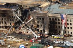 On September American Airlines Flight 77 was hijacked and crashed into the west side of the Pentagon in Arlington, Virginia. One hundred eighty-nine people were killed. 11 September 2001, Remembering September 11th, Remembering 911, We Will Never Forget, Lest We Forget, 911 Memorial, Rare Images, Bing Images, New York City