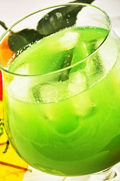 Zöld özvegy Cocktail Drinks, Cocktails, Blue Curacao, Watermelon, Cooking Recipes, Foods, Fruit, Retro, Craft Cocktails