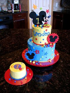 Mickey Mouse Cake cakes-for-boys Mickey Mouse Bday, Mickey Mouse Clubhouse Birthday, Mickey Mouse Parties, Mickey Party, Mickey Mouse Birthday, Disney Parties, Cupcakes, Cupcake Cakes, Minnie Mouse Cake