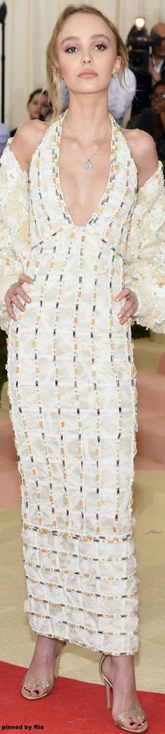 Lily Rose Depp in Chanel l Met Gala 2016 l Ria
