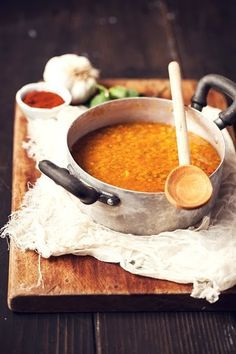 Turkish red lentil soup [Zuppa Turca di Lenticchie Rosse] (@ One Girl in the Kitchen) Soup Recipes, Vegetarian Recipes, Cooking Recipes, Healthy Recipes, Red Lentil Soup, Middle Eastern Recipes, Food Trucks, Turkish Recipes, Soup And Salad