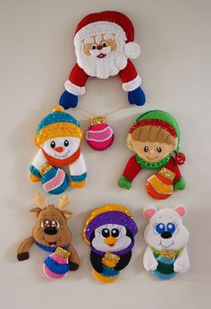Productos Navideños - El Escondrijo Mary Christmas, Disney Christmas, Christmas Themes, Christmas Holidays, Christmas Decorations, Christmas Ornament Crafts, Xmas Crafts, Felt Crafts, Crafts To Sell