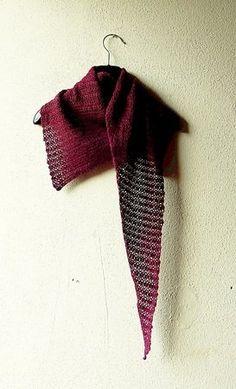 """Gehäkeltes Lace-Tuch """"Feathery"""" #lace #lacetuch #häkelanleitung #häkeln #dreieckstuch"""