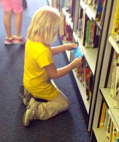 Nonfiction Scavenger Hunt (Note: I've done these before- a GREAT tool to get the kids excited about the new library, and also to start developing the library skills of understanding categories and classification-can talk to you all about this! School Library Lessons, Library Lesson Plans, Elementary School Library, Library Skills, Library Games, Library Activities, Library Books, Library Inspiration, Library Ideas